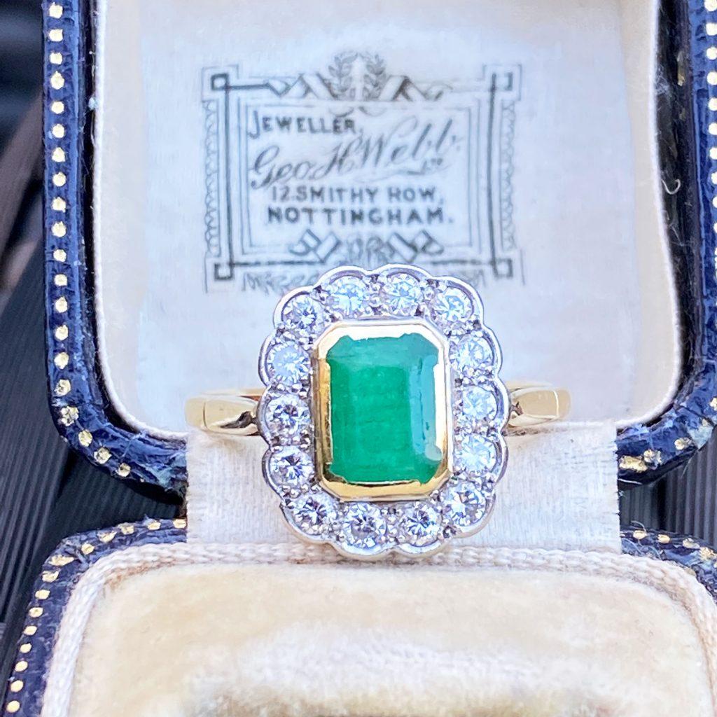 Stunning 18ct Gold & Platinum Emerald & Diamond Cluster Ring