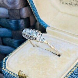 Pretty, Art deco, 18ct, 18k, 750 Gold, four stone Diamond engagement ring, C1925