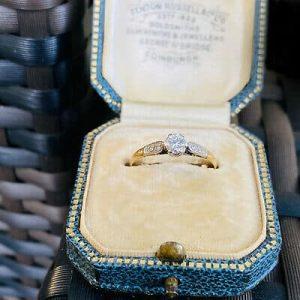 Art Deco 18ct, Gold & Platinum Diamond solitaire 0.30ct engagement ring, C1920