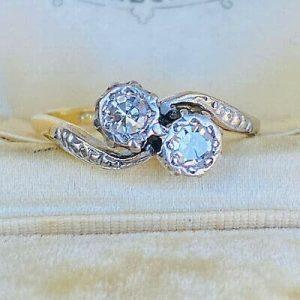 Art Deco, 18ct Gold & Plat, Diamond 0.34ct romantic 'toi' et 'moi' ring, C1920