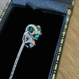 Quality 18ct, 18k, 750 Gold, Emerald & Diamond, Stick, tie, cravat, lapel pin