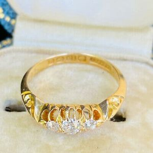 Edwardian, 18ct,18k, 750 Gold Diamond 0.30ct 3 stone carved hoop,engagement ring