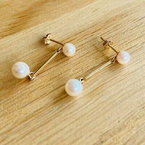 Vintage pair of 9ct/9k, 375 Gold Cultured, Saltwater Pearl drop, dangle Earrings