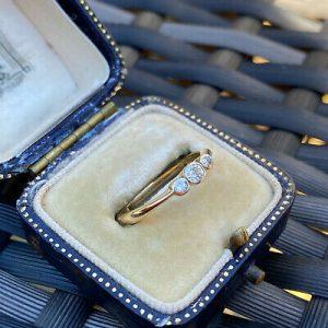 Antique, Art Deco 18ct, 18k, 750 Gold Diamond 0.18ct three Stone Ring, C1920