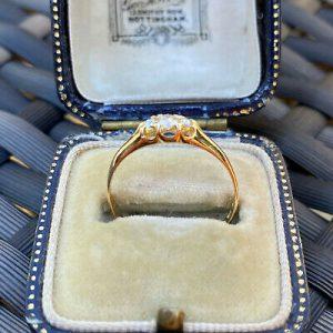 Edwardian, 18ct, 18k, 750 Gold old-cut Diamond 0.17ct 3-stone engagement ring