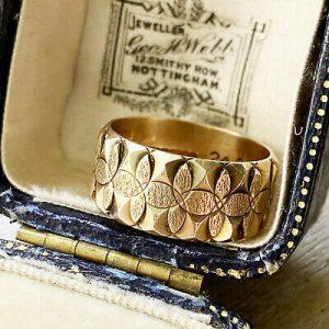 Vintage 9k, 9ct, 375 Gold wide engraved band, wedding ring, Birmingham 1979