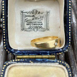 Edwardian Sapphire & Diamond 3-Stone 18ct, 18k, 750 Gold Gypsy ring, London 1909