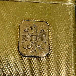 Alfred Dunhill 9ct gold cased petrol lighter, London 1937, PAT No 390107, 42.2g