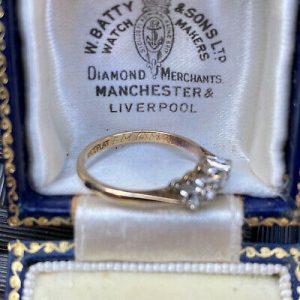Vintage, 18ct,18k, 750 Gold & Platinum four stone diamond 0.34ct engagement Ring