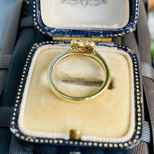 Pretty 9ct, 9k, 375 yellow gold Diamond heart cluster, dress ring