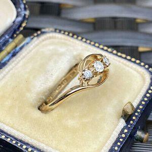 Antique 18ct, 18k, 750 Gold Diamond 0.20ct three stone twist engagement, 1912