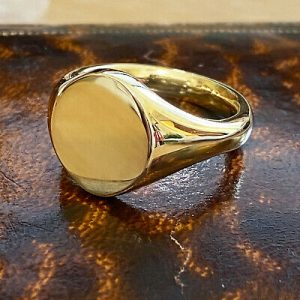 Millenium 18ct, 18k, 750 yellow Gold, heavy solid Gents Signet ring