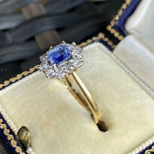 Gorgeous 18ct, 18k, 750 Gold Sapphire & Diamond Cluster engagement ring, 1989