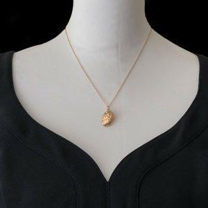 "Vintage 9ct, 9k, 375 rose gold, Ormer shell, pendant on 18"" rose gold chain"