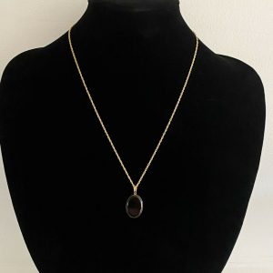 "Lovely, Vintage 9ct, 9k, 375 Gold black onyx pendant on chain Length 17.5 ""/45cm"