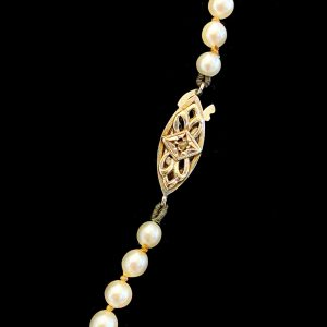 Graduated Cultured Saltwater Pearl Necklace On 9ct, 9k, 375 Gold Diamond clasp