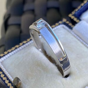 Gents contemporary 18ct/18k, 750 White Gold, Diamond 0.12ct Solitaire ring