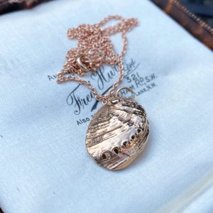 Gorgeous, Vintage 9ct, 9k, 375 rose gold, Ormer shell, pendant, 31 x 16.5mm (chain not included)