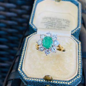 Stunning 18ct, 18k, 750 Gold Emerald & Diamond (2.36cts) Cluster Ring