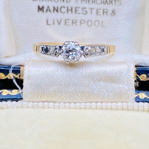 Art Deco 18ct/18k,750 Gold & Platinum,Diamond (0.25ct) Solitaire engagement ring