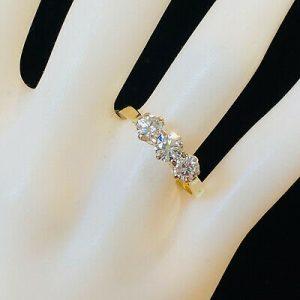 Fabulous, 18ct, 18k, 750 Gold Diamond 1.00ct three stone engagement ring