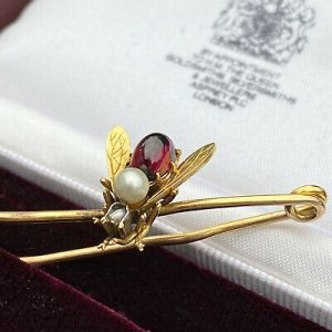 Fine Victorian 15ct/15k 625 Gold Garnet, Pearl & Diamond bee, Insect, Bug brooch