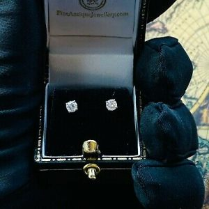Classic pair of 18ct/18k, 750 Gold solitaire Diamond stud earrings