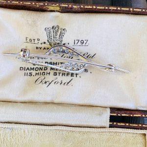Pretty 9ct, 9k, 375 white gold pave-set Diamond brooch, pin, London 1971