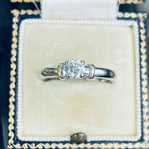 Beautiful 18ct, 18k, 750 White Gold, Diamond 0.45ct Solitaire engagement ring