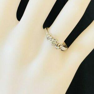 Beautiful Vintage Platinum Diamond 0.18ct solitaire engagement ring, London 1978