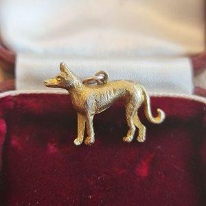 Vintage 9ct, 9k, 375 gold dog/greyhound canine charm 22.5 x 15 x4.5mm