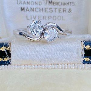 Art deco, Platinum Diamond 0.60ct romantic 'toi' et 'moi' engagement ring