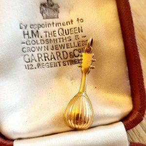 Vintage 9ct, 9k, 375 gold mandolin charm, 31.5 x 9.7mm