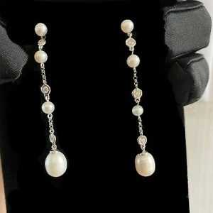 Exquisite, 18ct/18k 750 white Gold Cultured Pearl & Diamond drop/dangle earrings