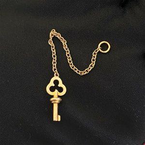 """Lovely, Vintage 9ct, 9k, 375 Gold key on short chain pendant, length 3"""" / 7.5cm"""