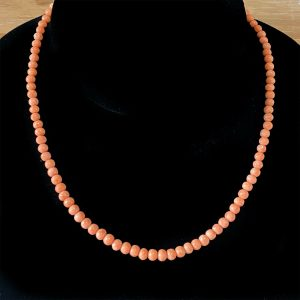 """Early Victorian Natural Salmon Pink Coral Beaded Necklace, lgth 14.75"""" / 37.5cm"""