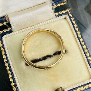 Beautiful 18ct, 18k, 750 Yellow Gold 3 Stone Diamond Wedding, band, stacker ring