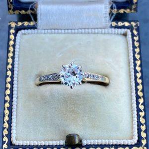 Art Deco 18ct/18k, 750 Gold, Platinum & Diamond 0.86ct Solitaire engagement ring