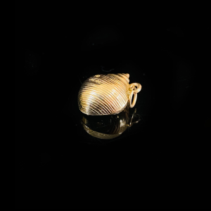 Vintage 9ct, 9k, 375 yellow gold, Sea shell, pendant charm, dated 1961-62