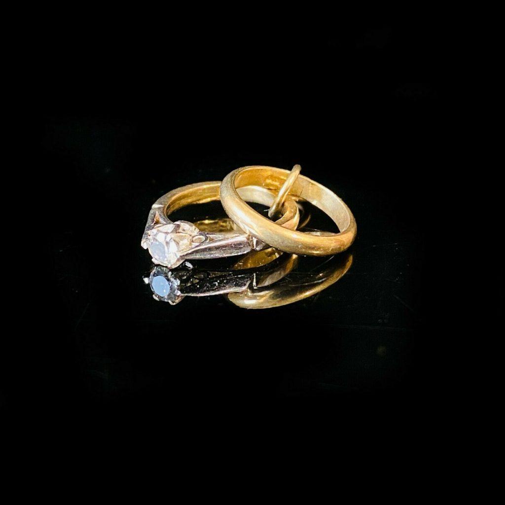 Vintage 9ct, 9k, 375 yellow gold engagement & wedding ring charm