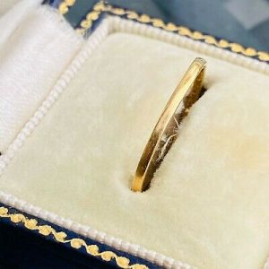 Victorian 22ct 22k 980 solid yellow gold wedding ring, hallmarked with sovereign