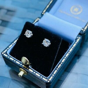 Classic pair of 18ct white Gold solitaire Diamond 0.50ct, stud earrings