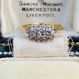 Gorgeous, 18ct, 18k, 750 Gold, Diamond (0.50ct) tiered Cluster ring, 3.5 grams