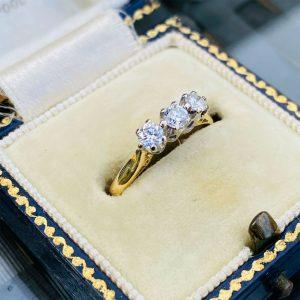 Pretty, Vintage 18ct, 18k, 750 Gold Diamond 0.33ct three stone engagement ring