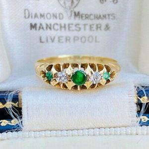 Edwardian 18ct, 18k, 750 Gold Old-cut Diamond & Emerald five stone boat ring
