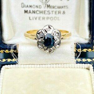 Pretty 18ct, 18k, 750 Gold Sapphire & diamond cluster ring, Circa 1980