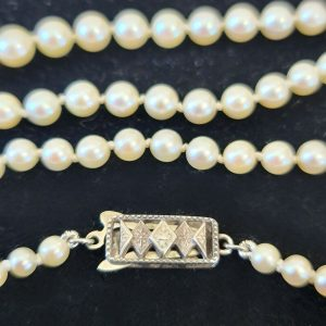 Mikimoto, Art Deco Cultured saltwater Pearl, Necklace on sterling silver clasp