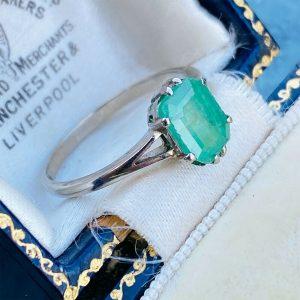 Art Deco 18ct, 18k, 750 White Gold Emerald 1.70ct Solitaire Ring, Circa 1930