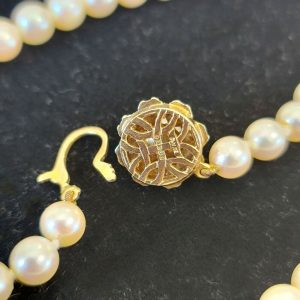 """Fabulous, Cultured Pearl necklace on 9ct, Gold diamond & pearl clasp, lgth: 28"""""""