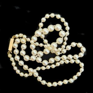 """Cultured Saltwater Pearl graduated necklace on 18ct gold box clasp, Length: 19.25"""" / 49cm"""
